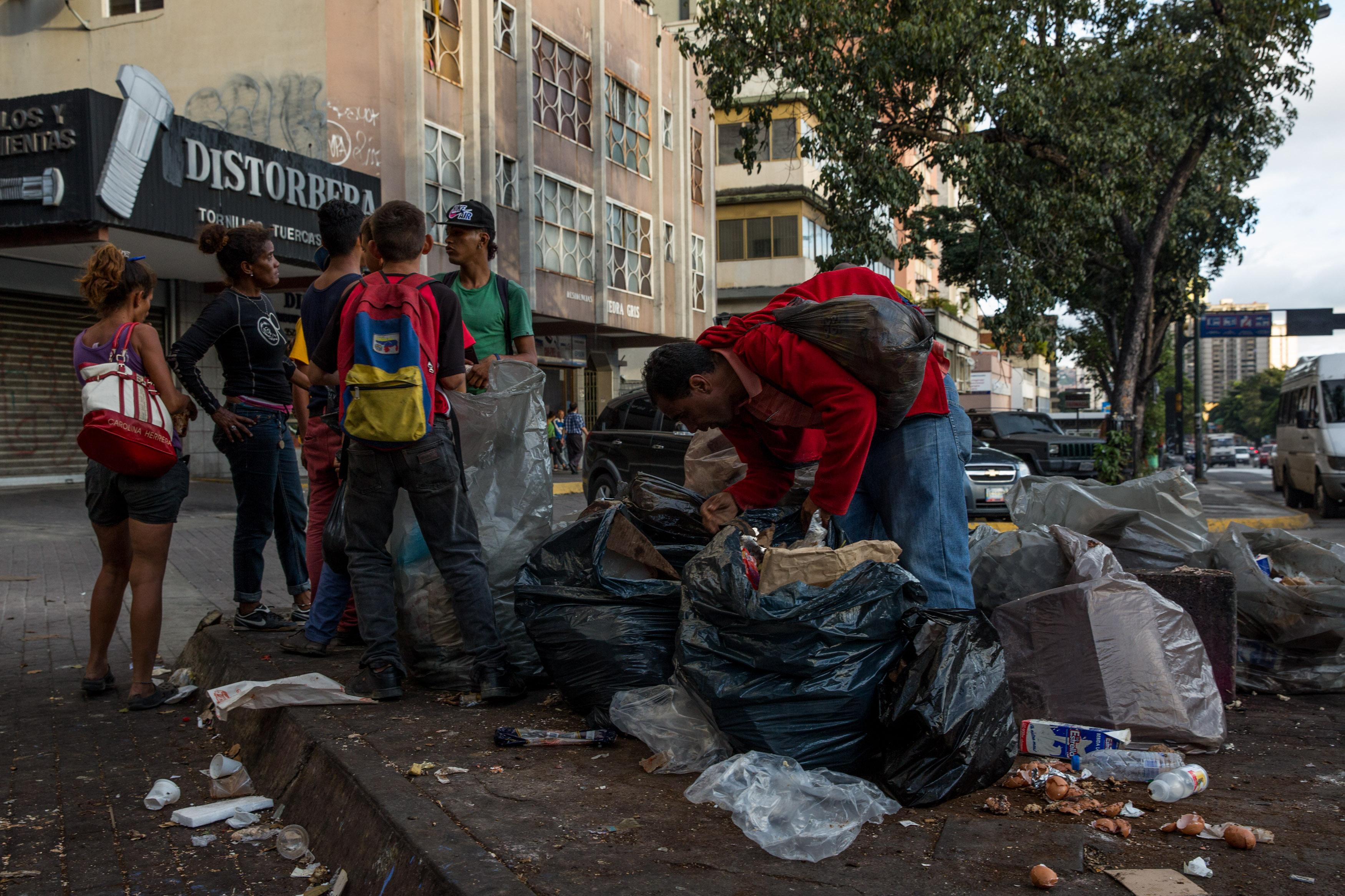 Venezuela: de estar entre los más ricos a estar entre los más pobres de América
