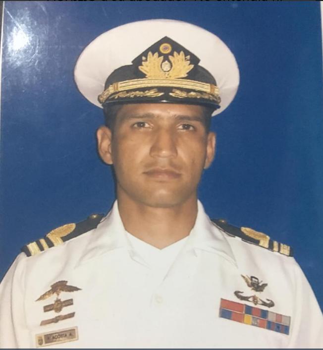 Esposa del capitán Acosta dice que lo asesinaron por no estar de acuerdo con el régimen