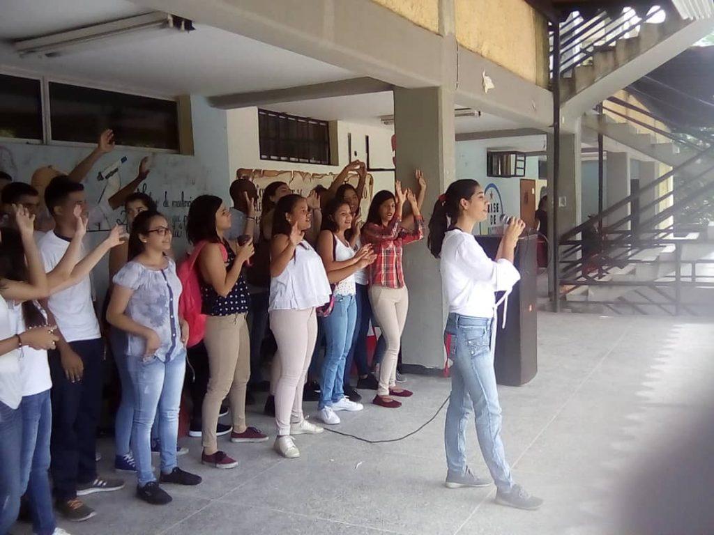 Estudiantes de Medicina rinden homenaje a la Unerg