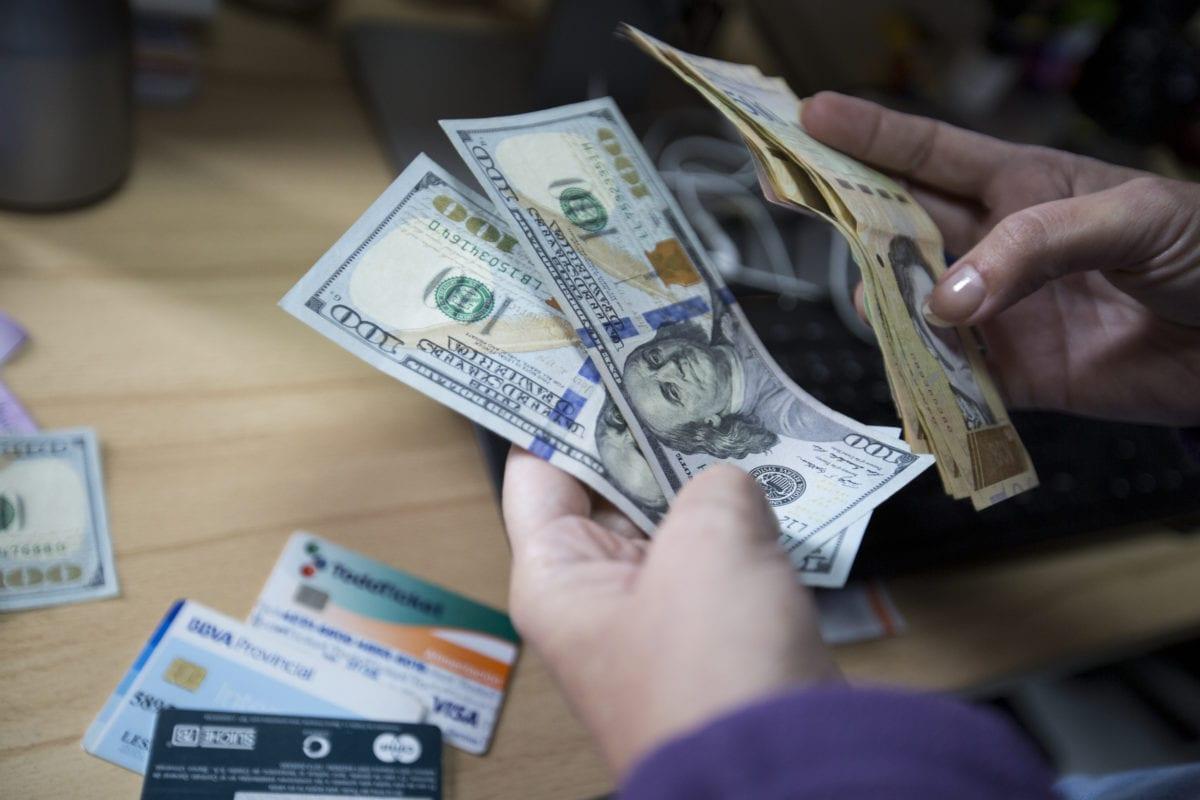 El lado de la crisis y la pobreza, ha surgido una comercio paralelo de lujo que solo una minoría adinerada puede pagar
