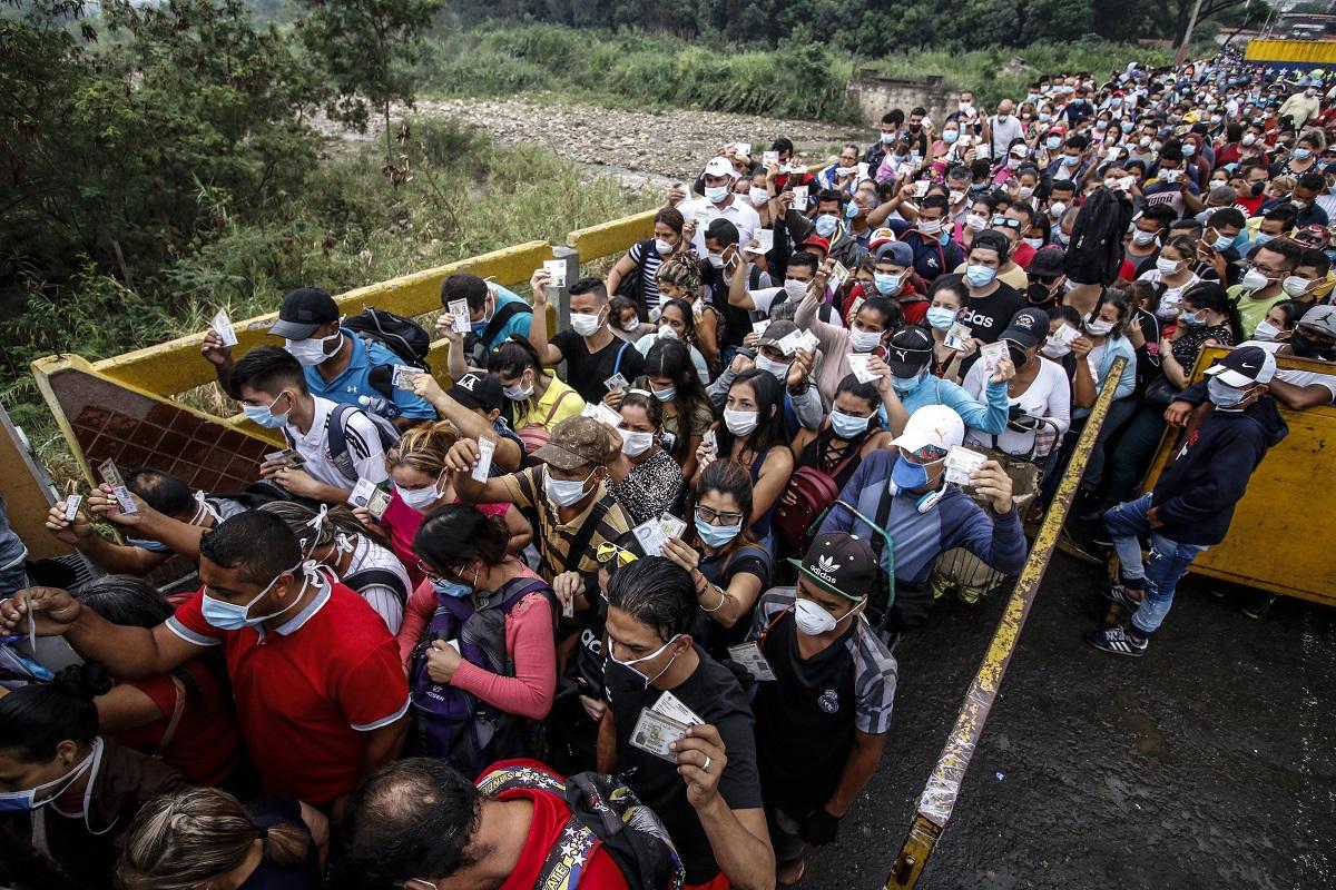 Para regresar a Venezuela los migrantes comenzaron este viernes una caminata que debe terminar en ocho días