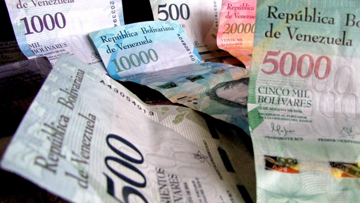 Gobierno podría emitir más de Bs.20 billones para pagar bonos en abril