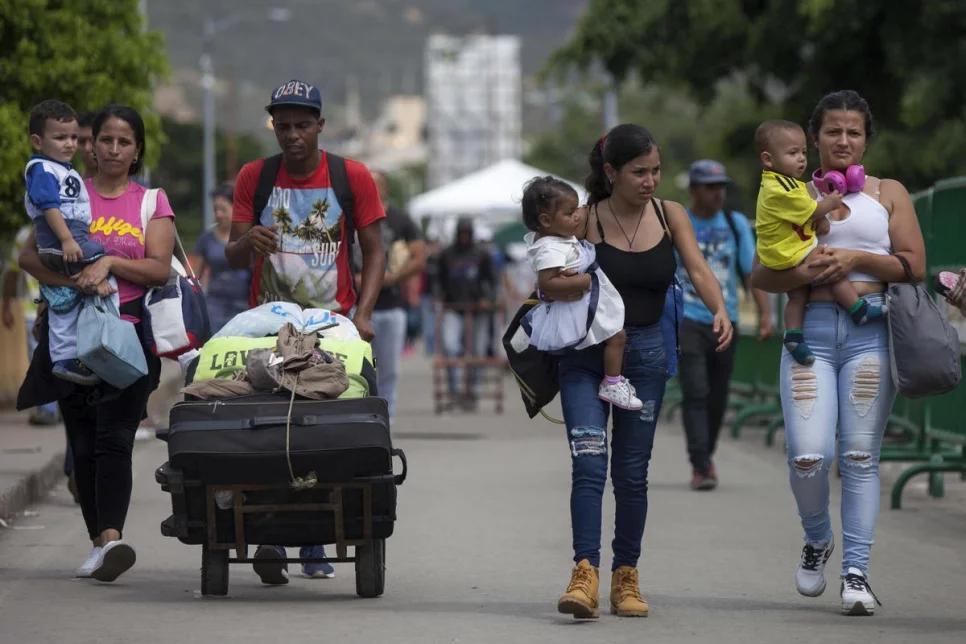Regresar a su país sin nada, la odisea de miles de venezolanos en Colombia
