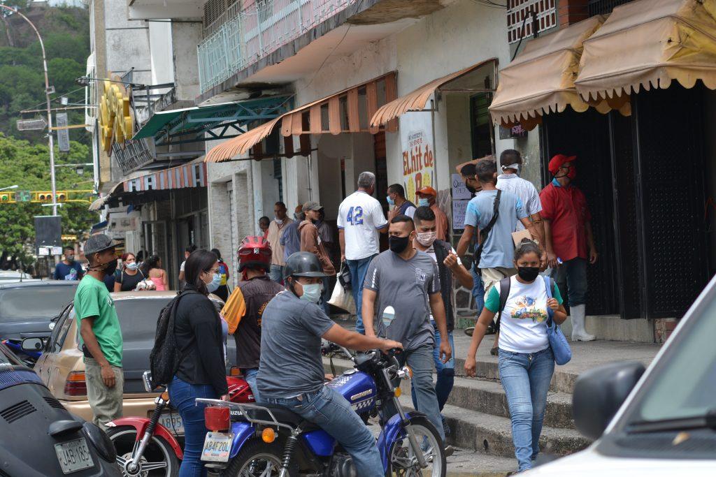 """""""Cuarentena radical"""" en Venezuela significa mucha gente en la calle"""