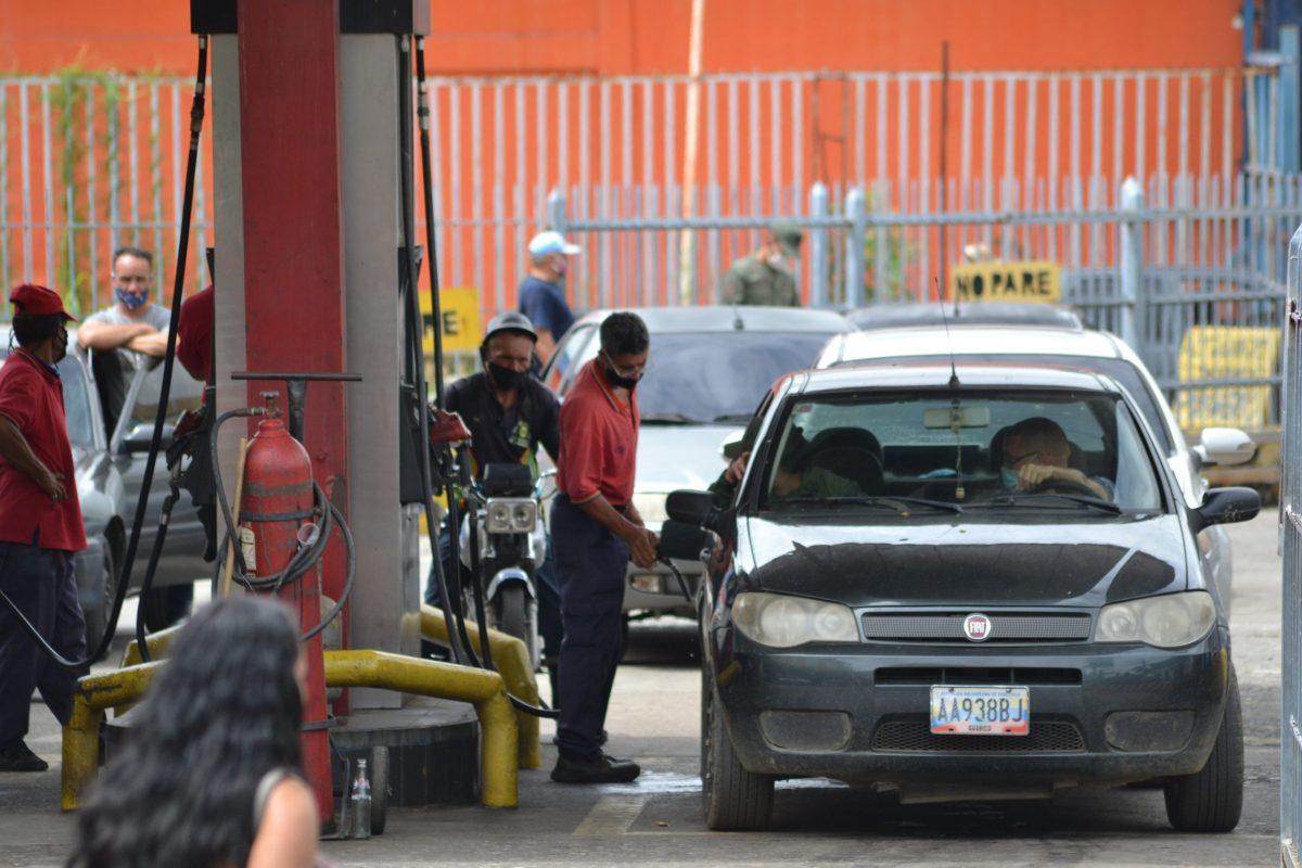 """""""Escasa, de mala calidad y cara"""": así es la gasolina en Venezuela tras colapso de Pdvsa"""
