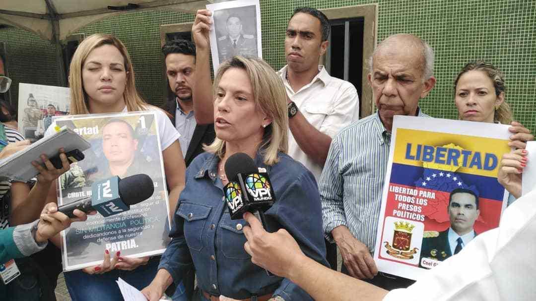Esposas de militares presos políticos celebran excarcelaciones de indultados en Venezuela