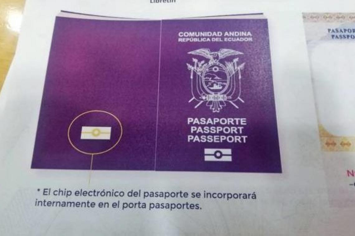 Ecuador emite su primer pasaporte electrónico