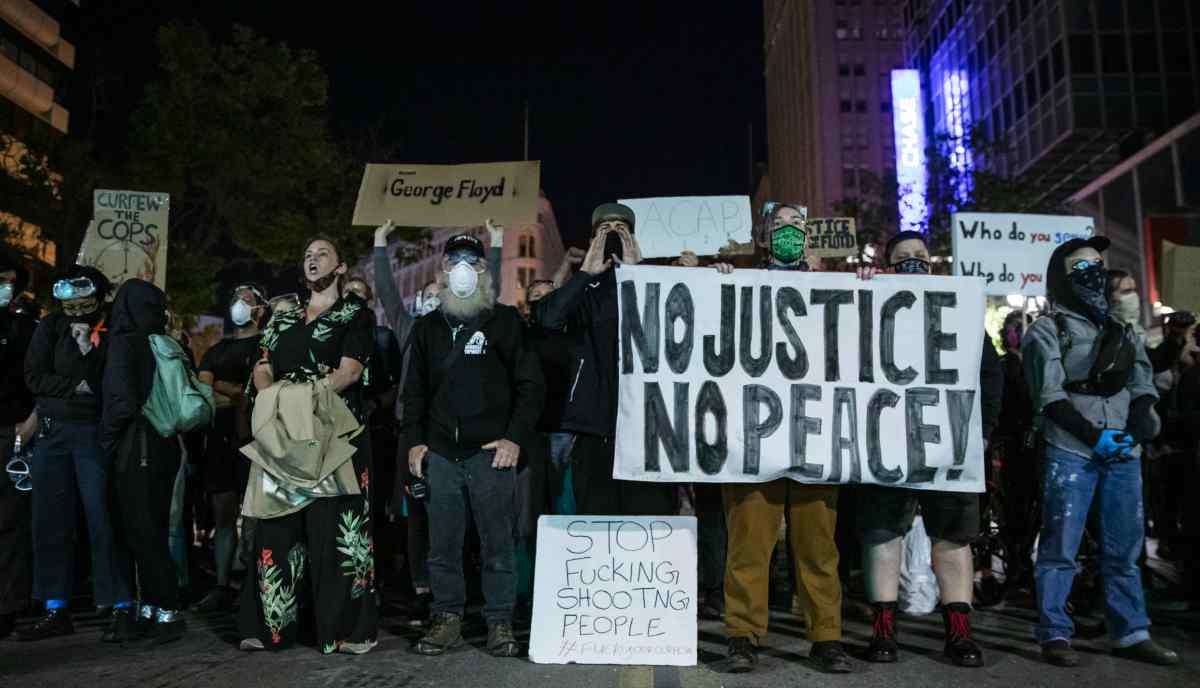 Filadelfia impone un toque de queda para calmar violentas protestas