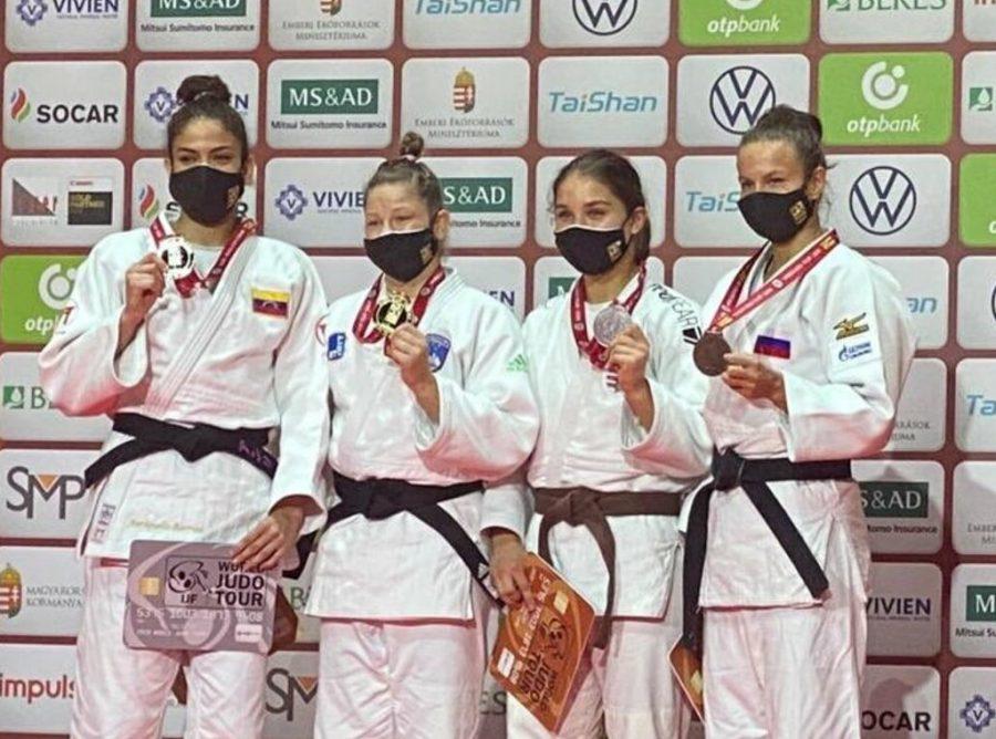 Anriquelis Barrios medalla de plata en su regreso