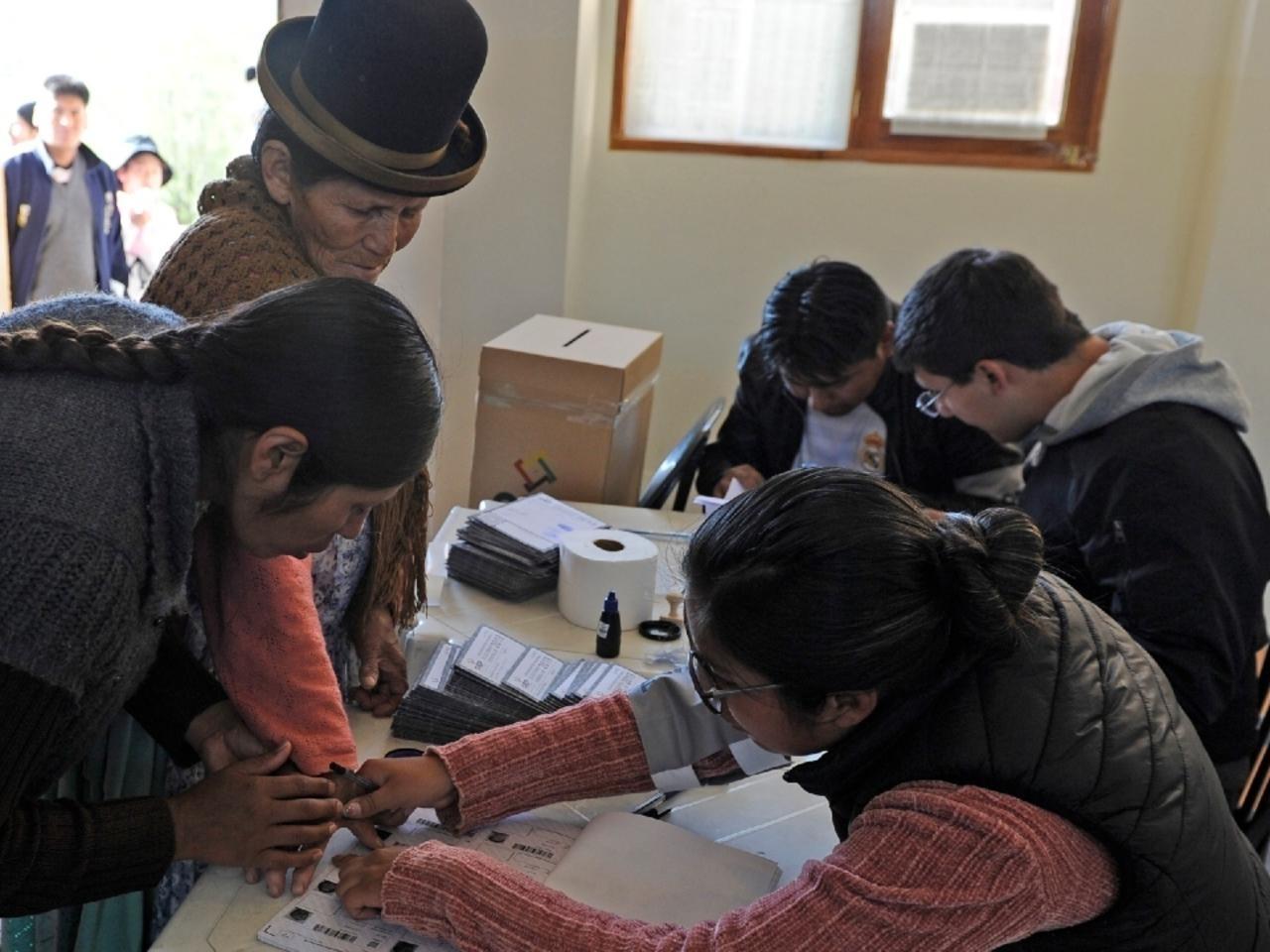 Atípicas elecciones con mascarilla también en Bolivia el domingo