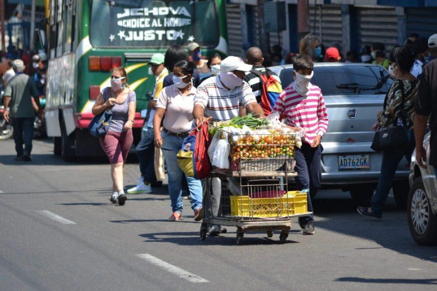 50% de los hogares venezolanos sobrevive en la economía informal