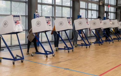 Votación temprana en EEUU supera los 60 millones, continúa ritmo histórico
