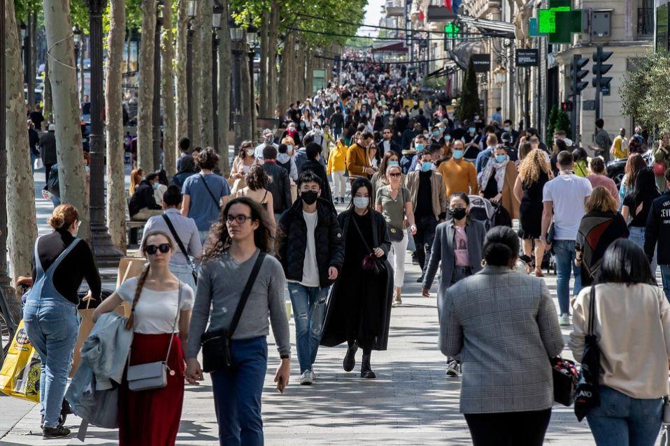 Francia reporta otro récord de más de 45.000 casos del virus en un día