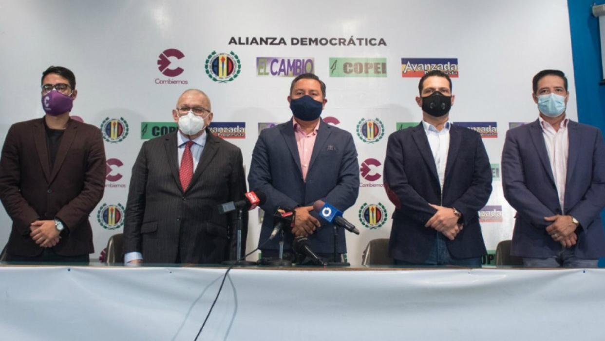 Alianza Democrática presenta en Caracas a sus candidatos para las elecciones del 6D