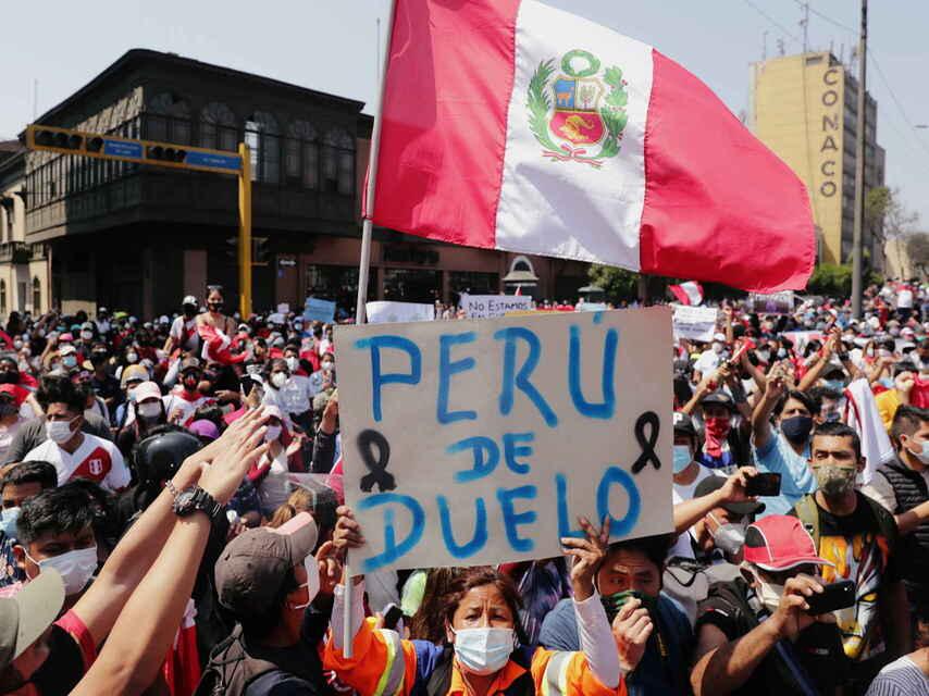 Protestas frente al Congreso peruano en medio de transición política