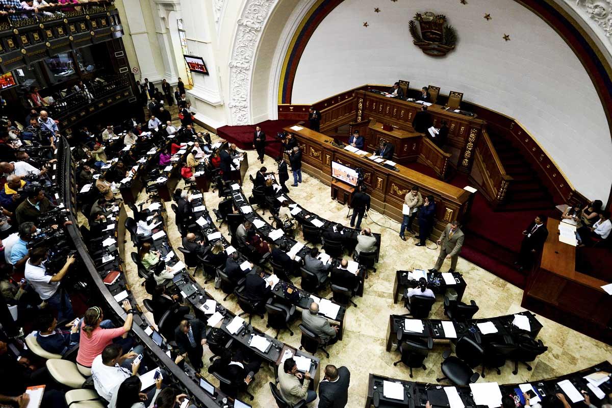 Constituyente se va tras anular el Parlamento, pero sin Constitución