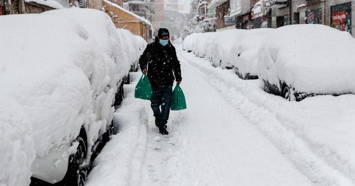 Gran nevada en centro de España colapsa Madrid y causa un muerto