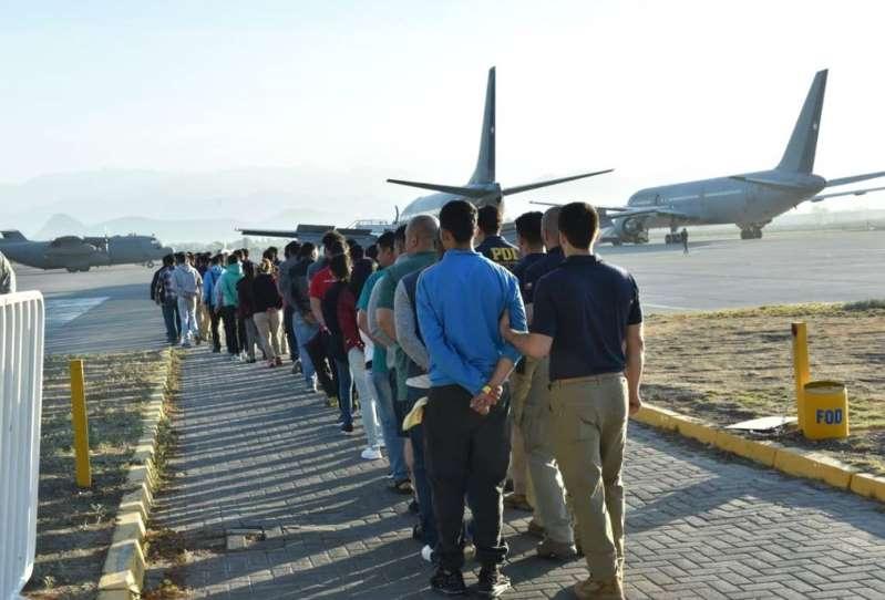 En Chile se habilitará avión para expulsar migrantes ilegales