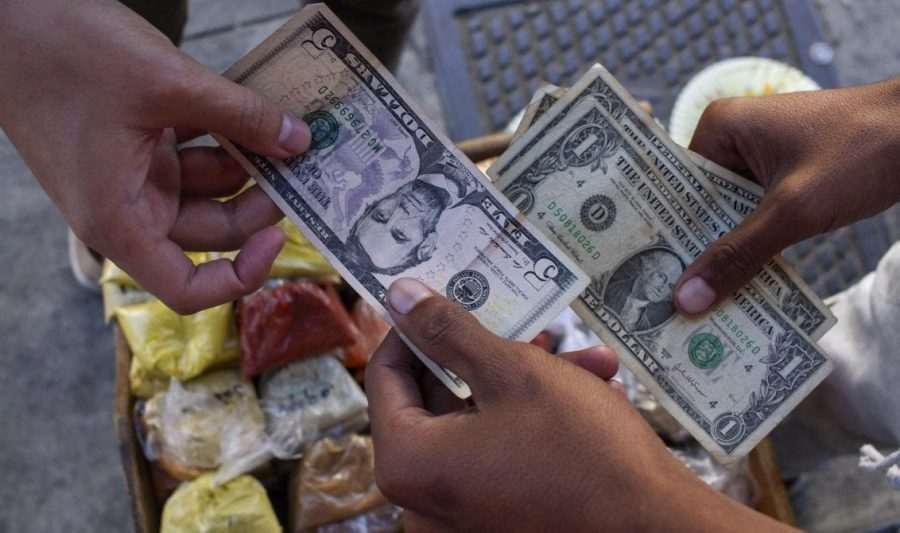 No hay vuelto en dólares en Venezuela