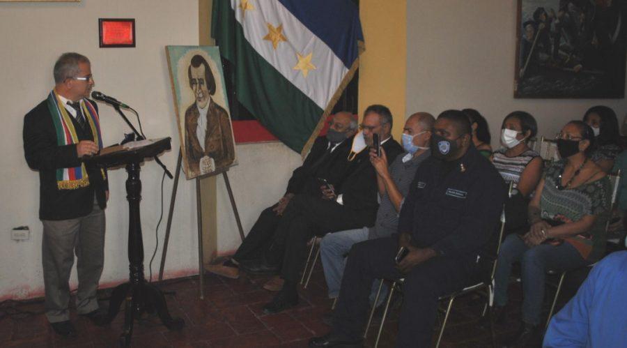 Vicerrector académico de la Unerg recibió muestra simbólica de Juan Germán Roscio Nieves