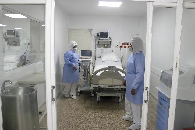 Entre 70 y 100 por ciento está la ocupación de camas en áreas COVID-19 de clínicas privadas