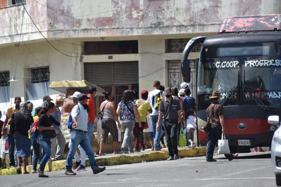 Suspenden servicio de transporte interurbano por cuarentena radical a nivel nacional