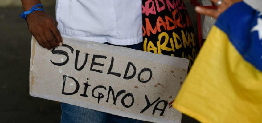 Pobreza por ingreso se desborda: hasta los profesionales deben recurrir al «rebusque» en Venezuela