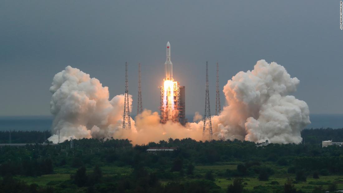 Pentágono rastrea cohete chino fuera de control que se alista para volver a entrar a la atmósfera de la Tierra