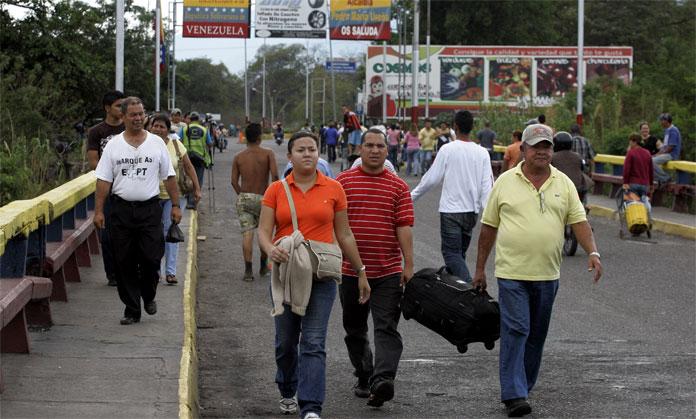Venezolanos con doble nacionalidad pueden pasar por el puente para vacunarse