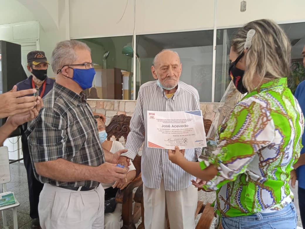 Homenajeado el arpista José Acevedo por sus 100 años de vida