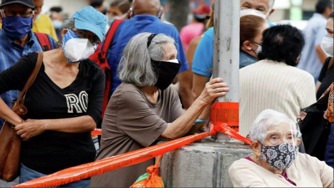 Quiñones: Centros de vacunación en Venezuela son focos gigantes de contagios por COVID-19
