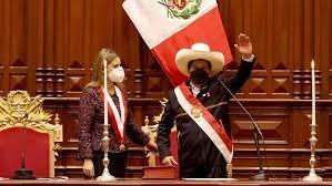 Castillo asumió presidencia de Perú: «Juro por una nueva Constitución»