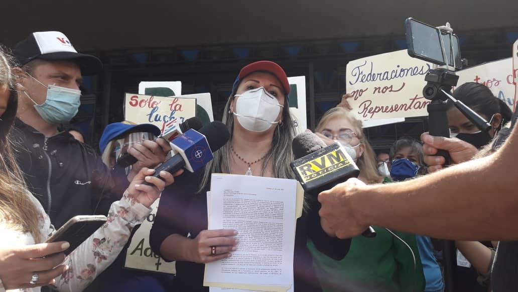 Acuerdo salarial de los educadores se firmó solo con las federaciones cercanas a Maduro