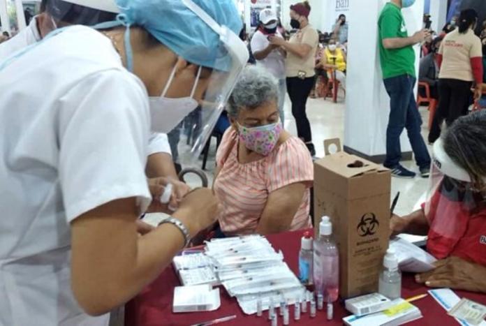 Vacunómetro: Apenas 17% de la población cuenta con al menos una dosis a 10 semanas del plan de vacunación