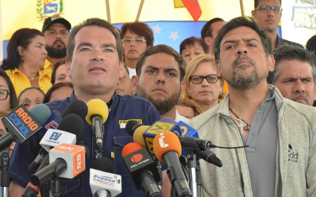 Tomás Guanipa regresó a Venezuela y se presentó en un acto con Carlos Ocariz