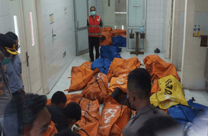 Suben a 44 los muertos por incendio en prisión cerca de Yakarta