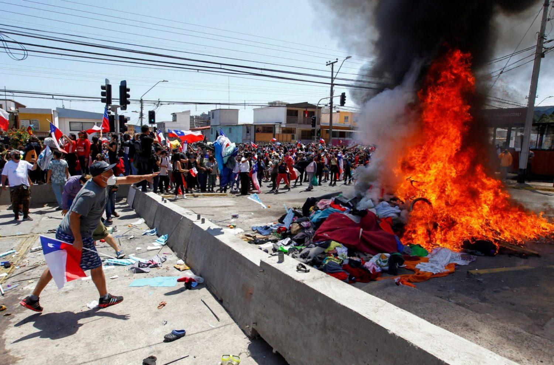 Policía chilena investiga quema de pertenencias de migrantes