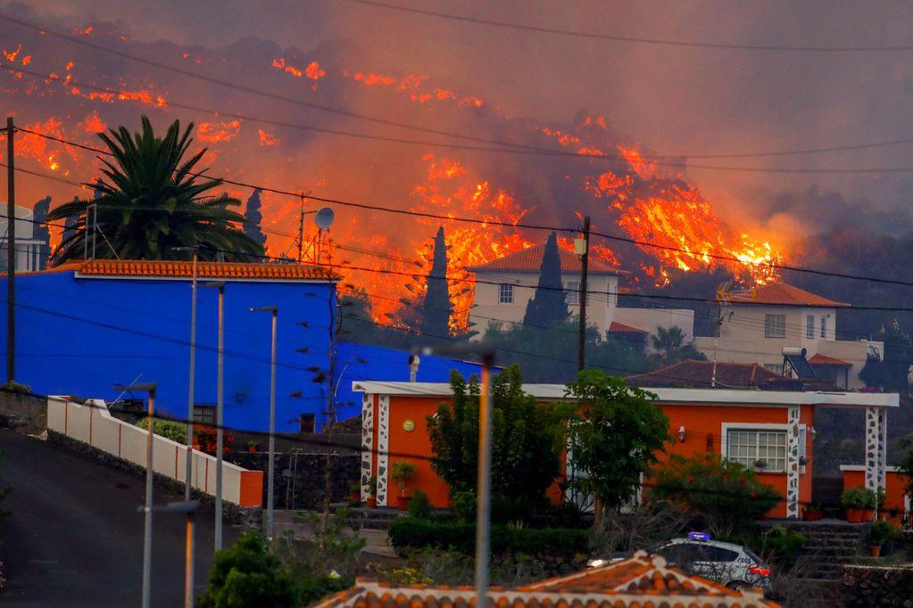 Seis mil evacuados y 200 casas arrasadas por el volcán