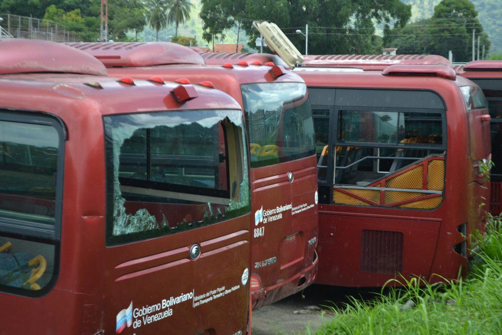 Cementerio de autobuses Yutong se hallan parados en la ciudad olímpica del municipio Roscio