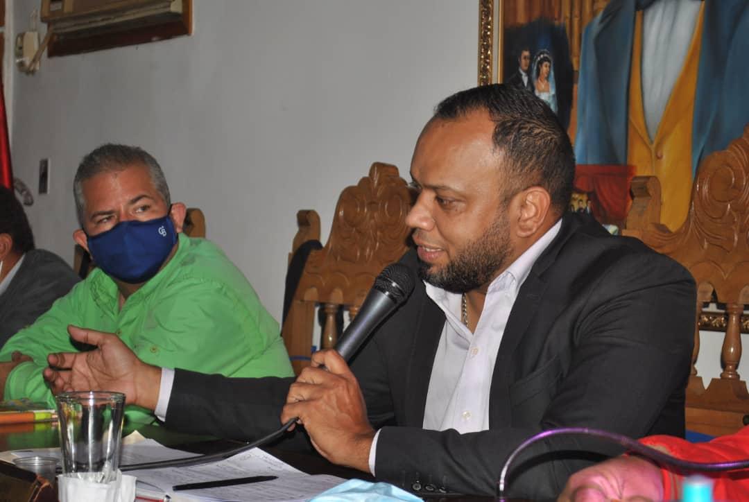 Rector Torrealba exhortó a trabajadores a seguir avanzando en la construcción de la Universidad de todos