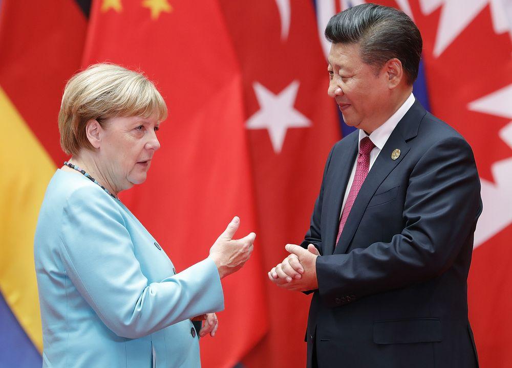 Xi insta a Merkel a fomentar una política «correcta» hacia China